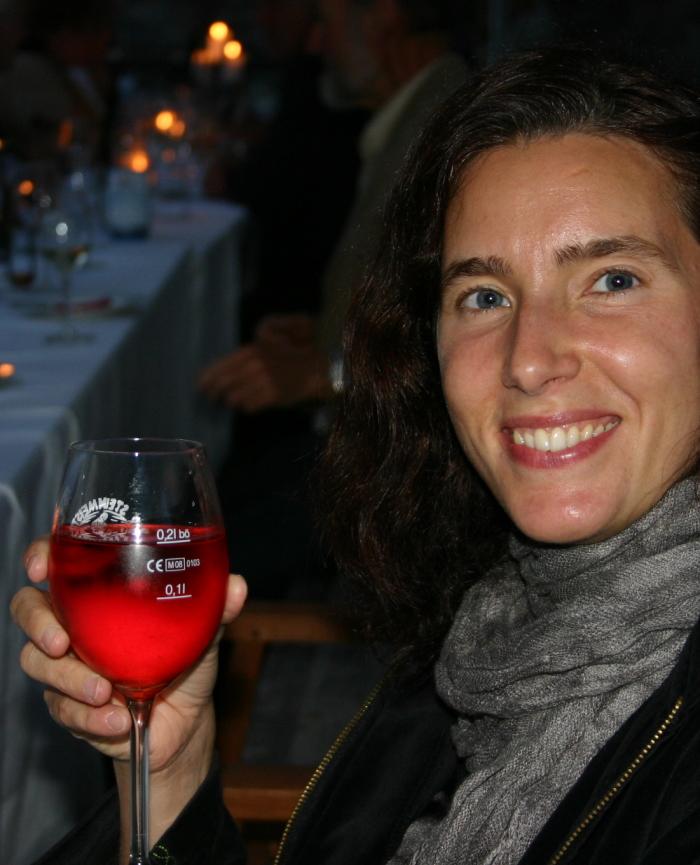 Wein lacht nicht nur im Glase, auch in den Augen und im Herzen derer die ihn trinken. MW